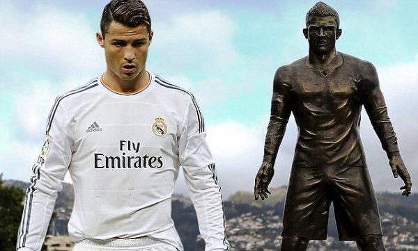 «Блестящий пах»: Туристы отполировали статую Криштиану Роналду – СМИ
