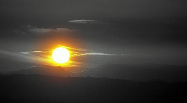 В небе над Канадой близ Солнца заметили таинственную «планету»