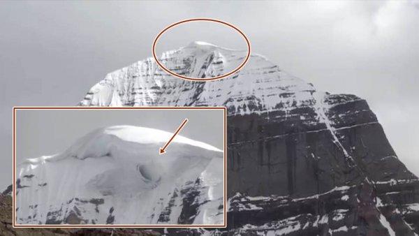 Уфологи обнаружили внеземной портал инопланетян на горе Кайлас в Тибете