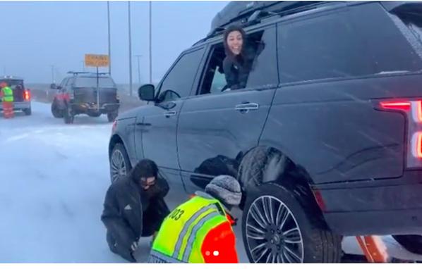 Кендалл Дженнер и Кортни Кардашьян попали в эпицентр снежной стихии