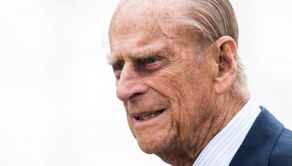 Королева Елизавета в церкви помолилась за здоровье 97-летнего мужа