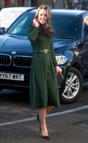 37-летняя Кейт Миддлтон в оливковом платье поразила фанатов стройной фигурой