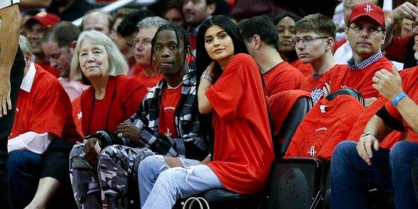 Трэвис Скотт сделает предложение Кайли Дженнер на Суперкубке – СМИ