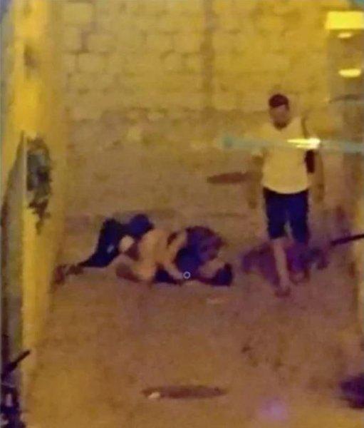 Пьяная пара занялась жарким сексом прямо в переулке в Хорватии