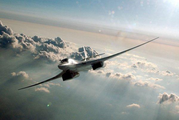 Бомбардировщики Ту-160 совершили полет через Северо-Ледовитый океан