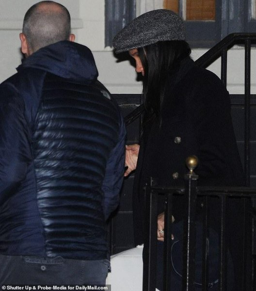 Меган Маркл похвасталась брендовым пальто за 3 000 долларов