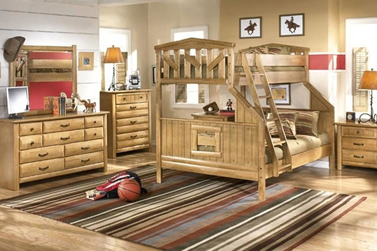 Мебель из настоящего дерева