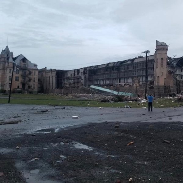 Торнадо стер в пух и прах знаменитую тюрьму из «Зеленой мили»