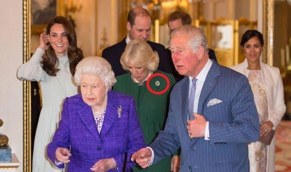 Фанаты в бешенстве: Вторая жена принца Чарльза надела украшение принцессы Дианы