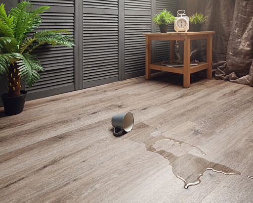 Кварцвиниловая плитка на пол