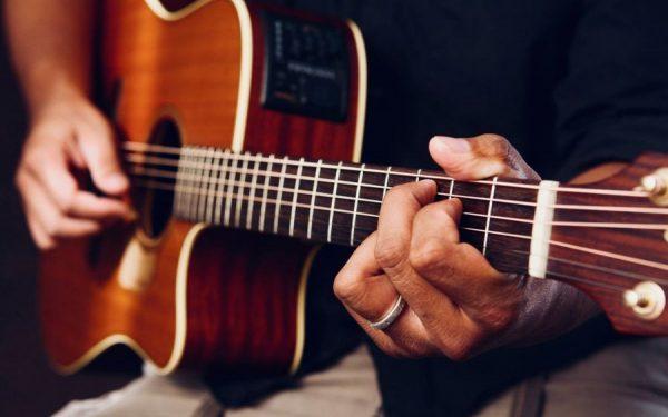 Аккорды и слова песен для начинающих играть на гитаре