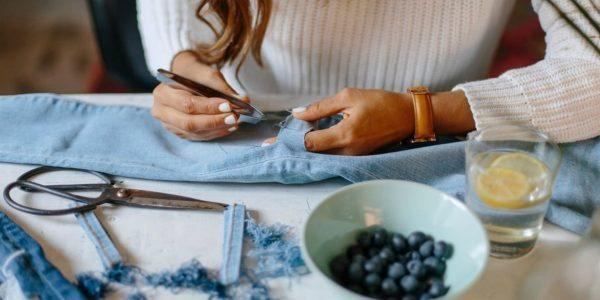 Сделать рванные джинсы в домашних условиях