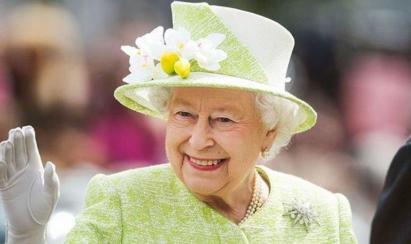 Хорошая королева, плохая мать: Елизавета II забыла о дне рождения сына – биограф