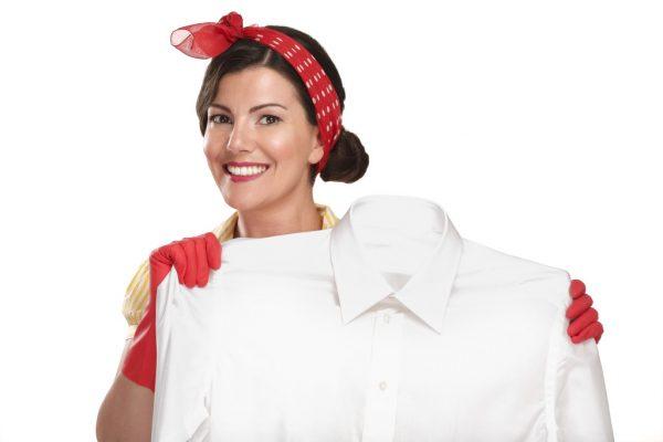 Как выводить пятна с белой одежды